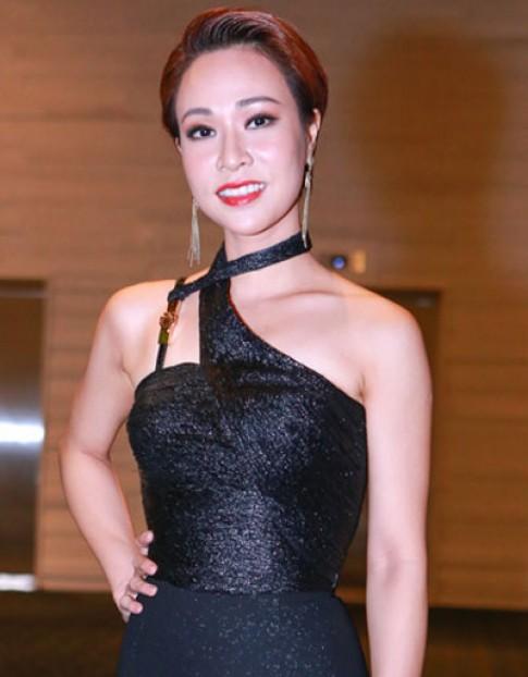 Uyen Linh, Kha Ngan vao top trang diem xau thang 4