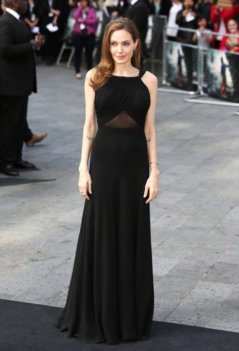 Angelina Jolie- Nu hoang vay den