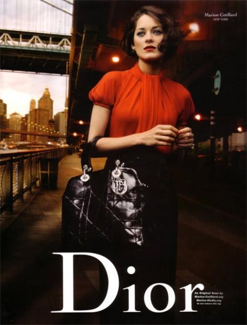 Bi mat dang sau thoi trang cao cap Christian Dior