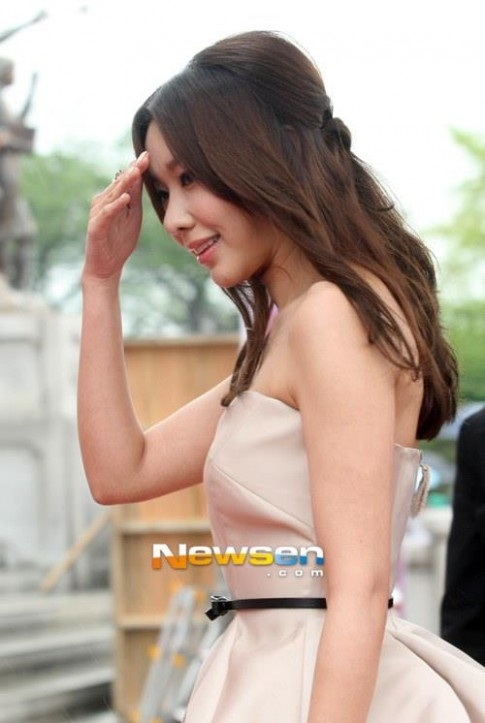 """Copy"" kiểu tóc của Kim Ah Joong"