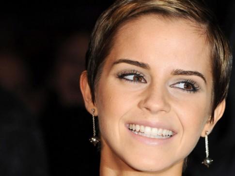 "Emma Watson - ""phu thuy"" deo khuyen tai"