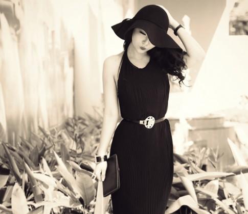 Eva đẹp: 'Phụ nữ luôn gợi cảm nhất với màu đen'