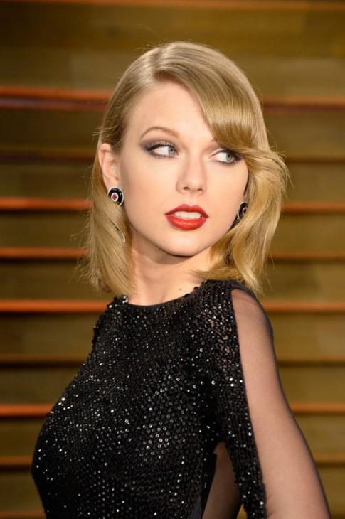 "Eva ""soi"" 20/3: Taylor Swift bi to ""chanh choe"""