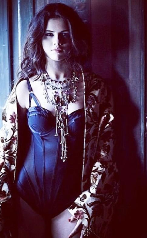 """Eva """"soi"""" 20/6: Selena Gomez buong loi vong 1"""