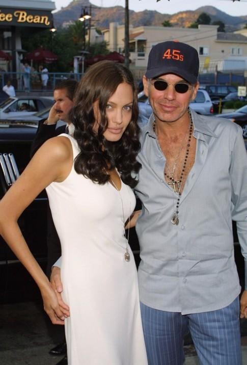 """Eva """"soi"""" 24/4: Chong cu khen Angelina Jolie"""