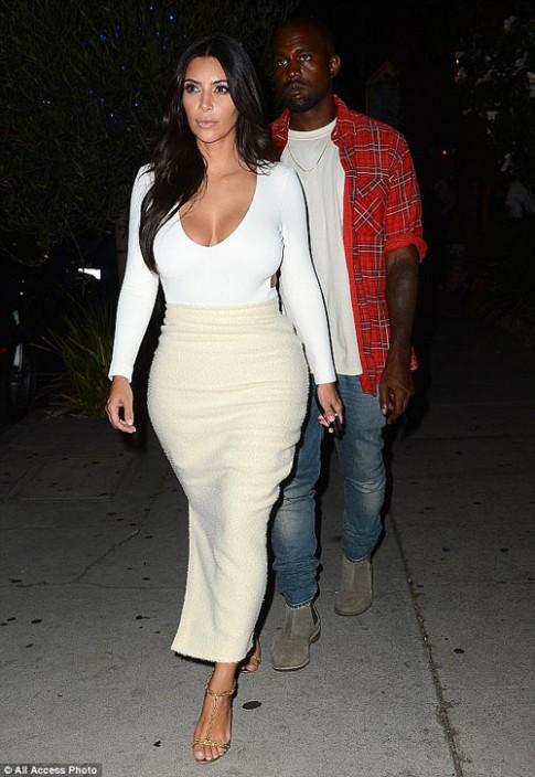"""Eva """"soi"""" 28/8: Kim Kardashian khoe vong 1 day da"""