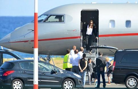 "Eva ""soi"" 29/8: Angelina Jolie khong moi bo toi dam cuoi"
