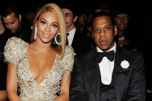 """Eva """"soi"""" 30/7: Vo chong Beyonce bi mat ly than?"""