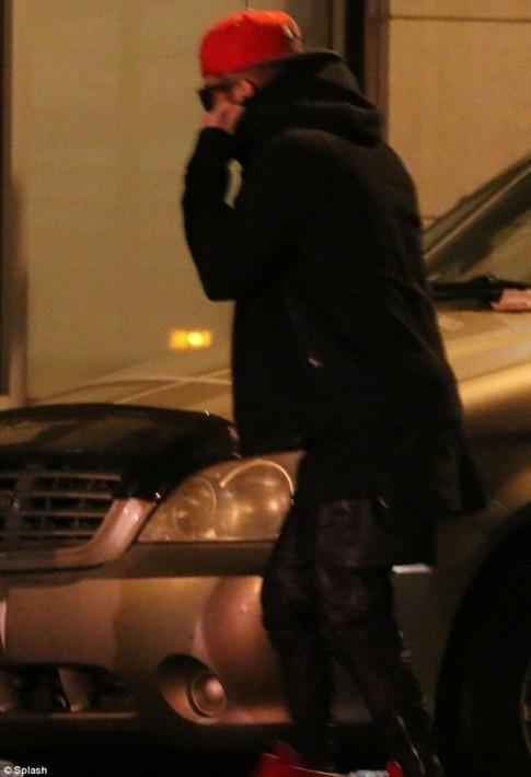 """Eva """"soi"""" 31/3: Justin dan gai la ve khach san"""
