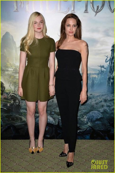 "Eva ""soi"" 7/5: Angelina Jolie gay go om yeu"