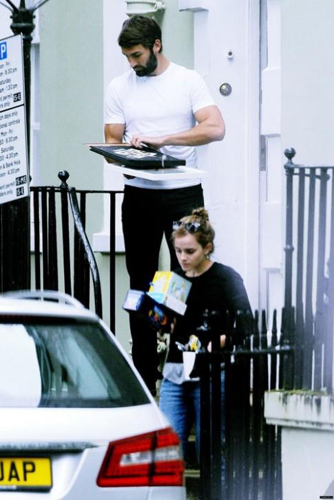 "Eva ""soi"" 8/9: Emma Watson song cung ban trai"