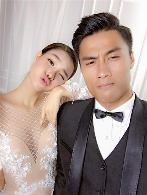 He lo trang phuc cuoi cua Ky Han, Mac Hong Quan