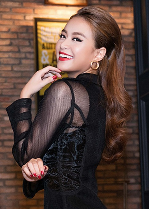 Hoang Thuy Linh, Thuy Van trang diem dep voi son do