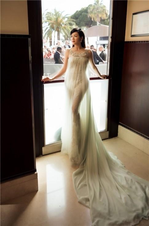 Ly Nha Ky noi gi ve Angela Phuong Trinh tren tham do Cannes 2016?