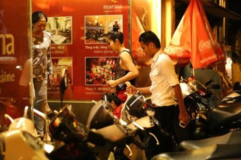 Phan Thanh Binh dua vo con di choi khuya