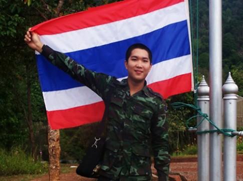 Soc: anh linh Thai chuyen gioi thanh hot girl