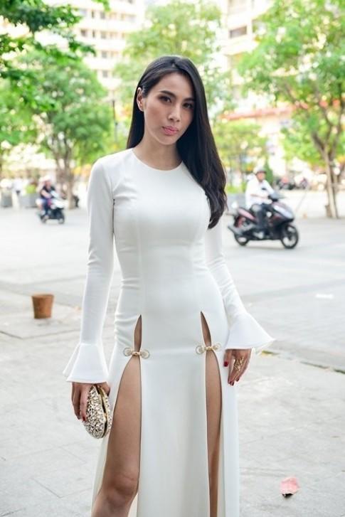 Thuy Tien lot top bo canh tham hoa nhat cua sao Viet thang 5