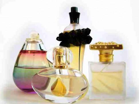 Tips 'bất hủ' khi mua nước hoa