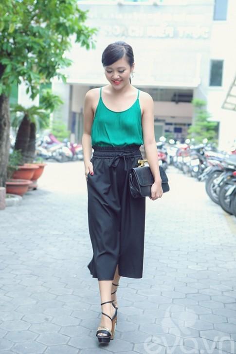 Van Mai Huong sanh dieu voi ao hai day ra pho
