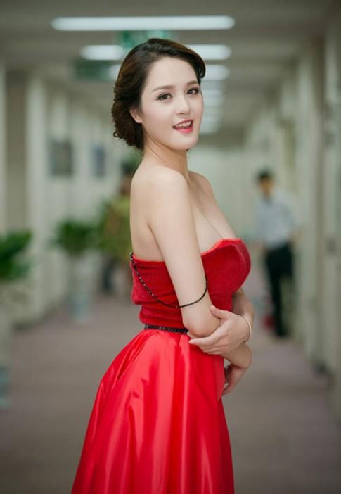 A hau Hoang Anh day dan, Bao Tram Idol thon gon bat ngo