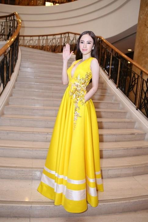 "Angela Phuong Trinh kho ""de bep"" ve sexy Vo Hoang Yen"