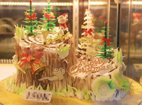 Bánh Giáng sinh rực rỡ thị trường Hà Nội