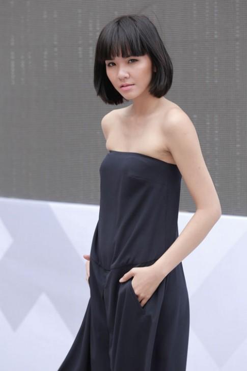 Chan dai tat bat tong duyet truoc Dep Fashion Runway