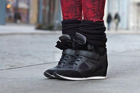 Chọn giày thể thao nịnh chân và tôn dáng