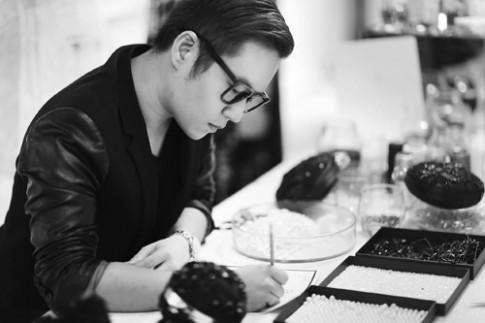 Chung Thanh Phong chi tram trieu san xuat phu kien cho show dien