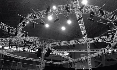 Đỗ Mạnh Cường tháo tung sân khấu trước giờ diễn