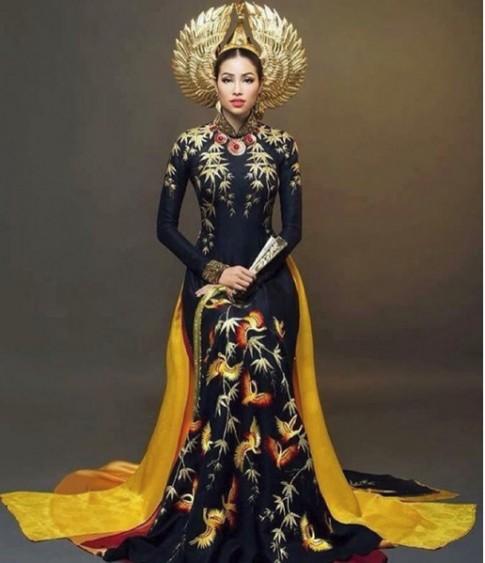 Đối thủ nặng ký tại phần thi trang phục dân tộc của Phạm Hương