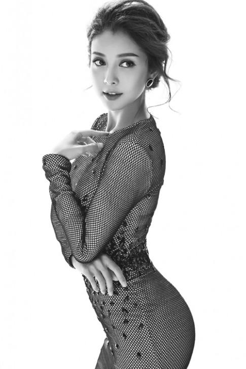 Duong cong chu S dang ghen ti cua Jennifer Pham