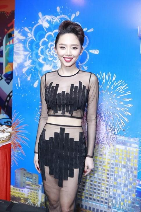 """Fan choang vang vi Toc Tien """"mac nhu khong"""""""