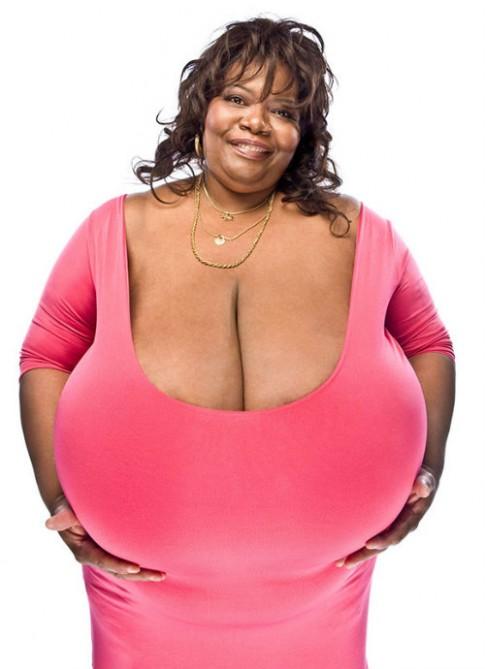 Gặp người phụ nữ có 'bộ ngực tự nhiên lớn nhất thế giới'
