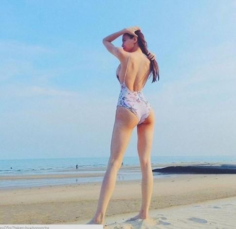 Ha Ho, Pham Huong, Ngoc Trinh,...ai dien bikini quyen ru nhat?