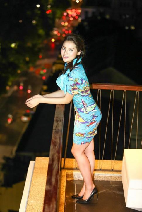 HH Ky Duyen bi nghi 'dao keo' vi cam nhon, trang diem dam