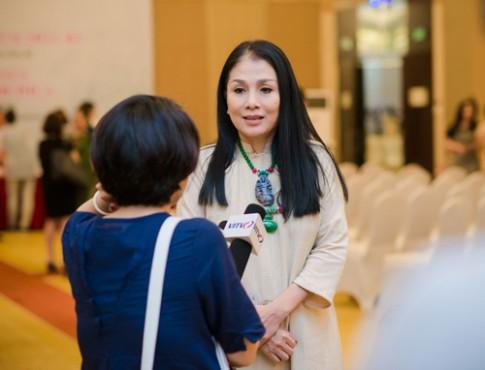 HH Ngoc Han long lay lam vedette cho NTK Minh Hanh