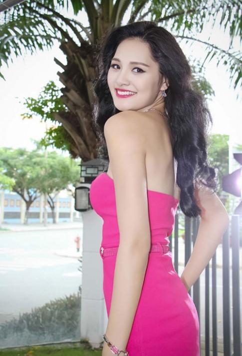 Hoa hau Huong Giang rang ngoi voi lan da khong ti vet