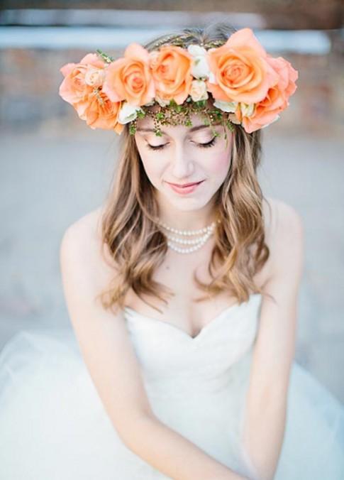 Hoa tươi: Phụ kiện tóc cho cô dâu đơn giản mà đẹp