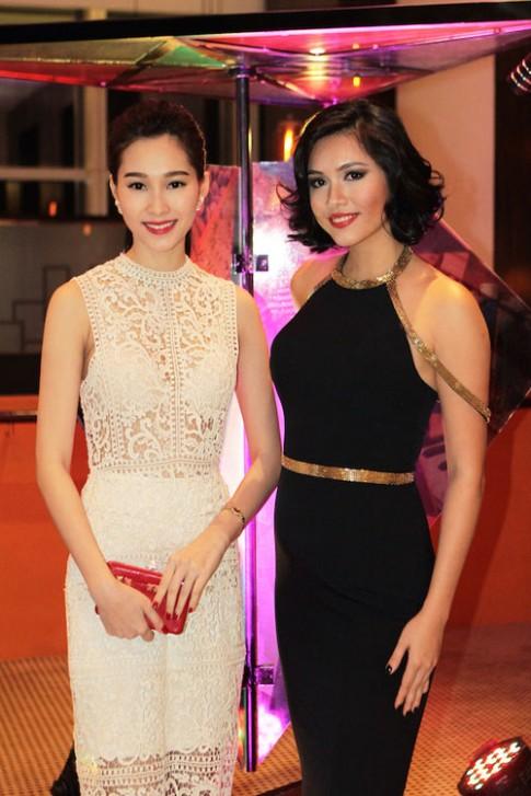 Hoang My quyen ru do sac ben Thu Thao goi cam