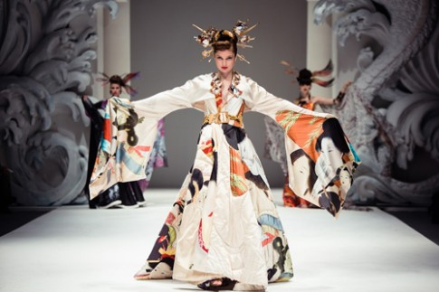 """Hồi hộp chờ đợi """"bà hoàng"""" áo cưới 80 tuổi Nhật Bản"""