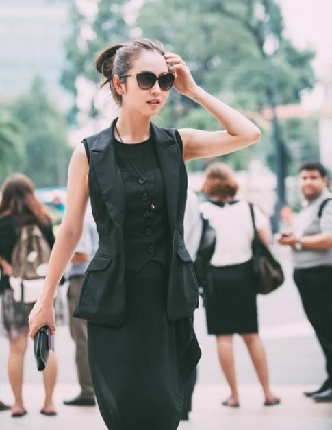 Jennifer Phạm bất ngờ mặc quần xuyên thấu