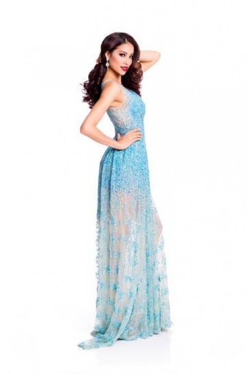 Khen chê quanh váy dạ hội của Phạm Hương