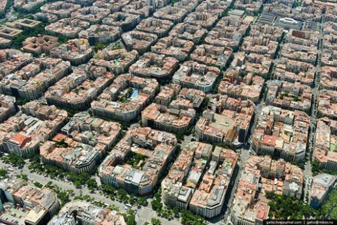 Kien truc Eixample (Barcelona) khac han Viet Nam