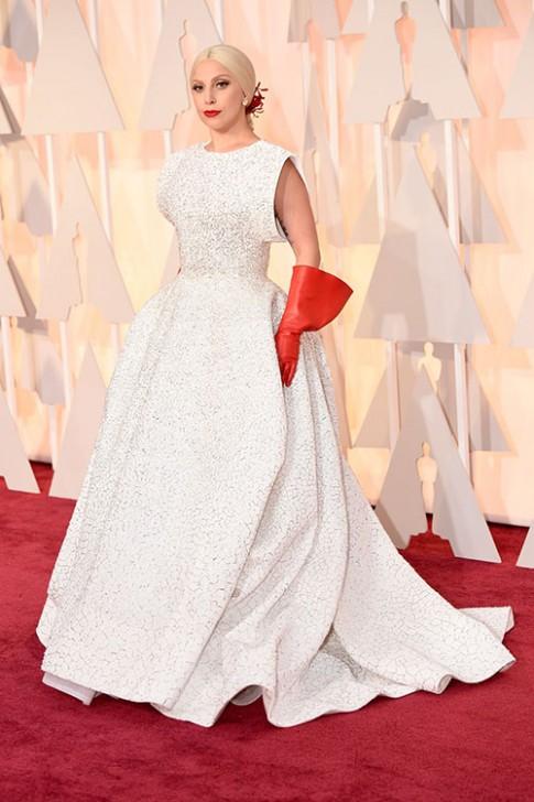 Lady Gaga het quai, Jennifer Lopez khoe nguc tren tham do Oscars