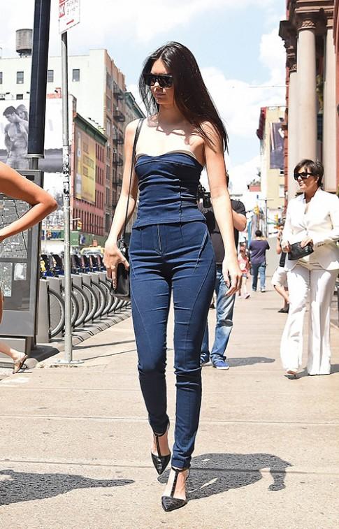 "Mac jeans dep nhu chan dai ""hai"" ra tien Kendall Jenner"