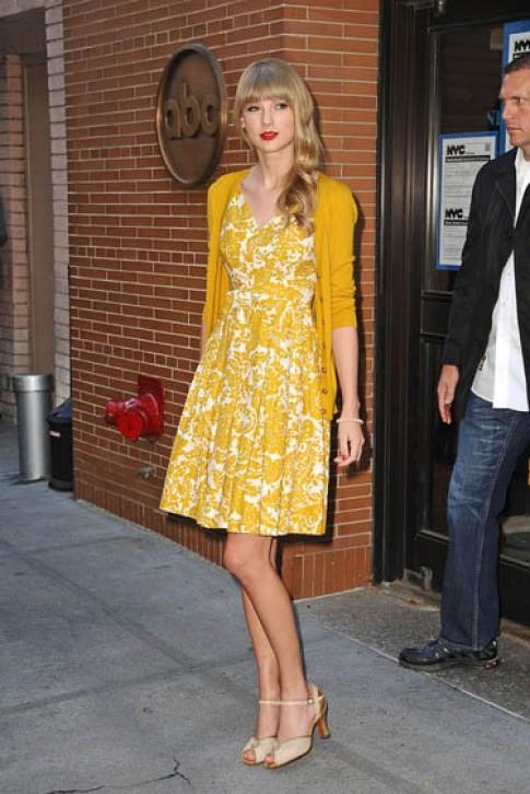 Mua he dien vay hoa vintage dep nhu Taylor Swift