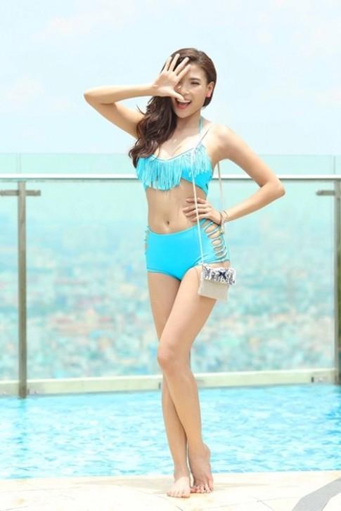 Ngam Thuy Diem, Hong Loan khoe dang cung bikini