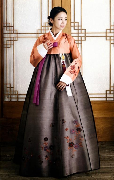 Ngưỡng mộ tài biến tấu quốc phục của bạn trẻ Hàn Quốc