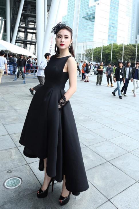 """Những chiếc đầm đen đẹp """"muốn xỉu"""" của mỹ nhân Việt"""